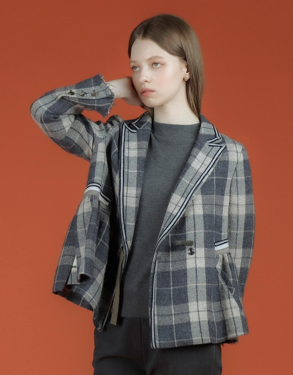 블레이저 모델 착용 이미지-S2L15