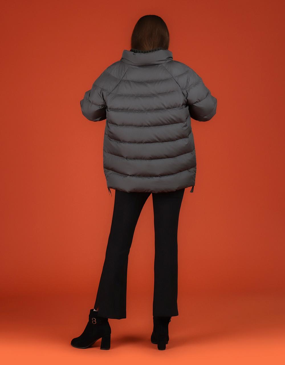 패딩 모델 착용 이미지-S1L9