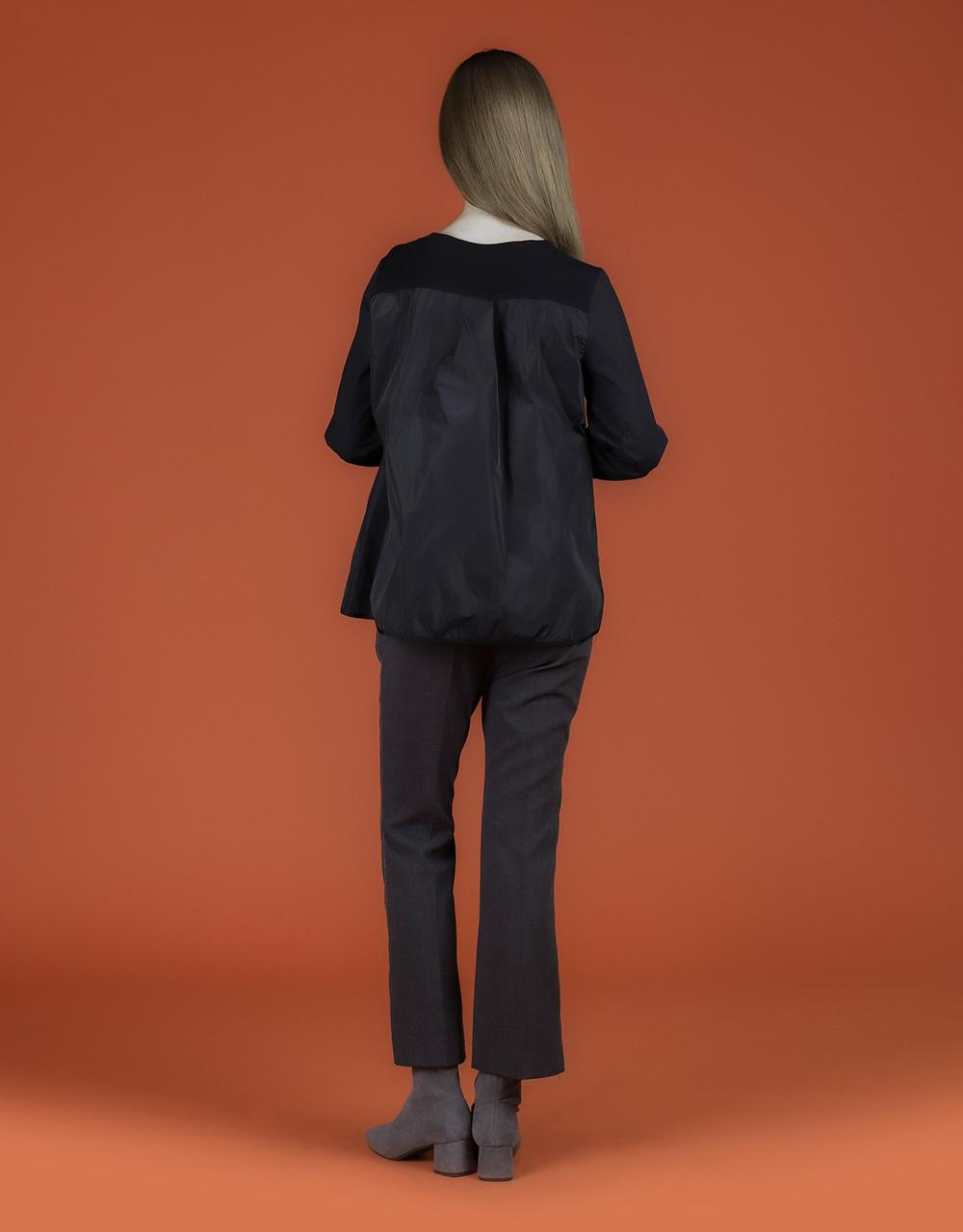 블라우스 모델 착용 이미지-S2L2