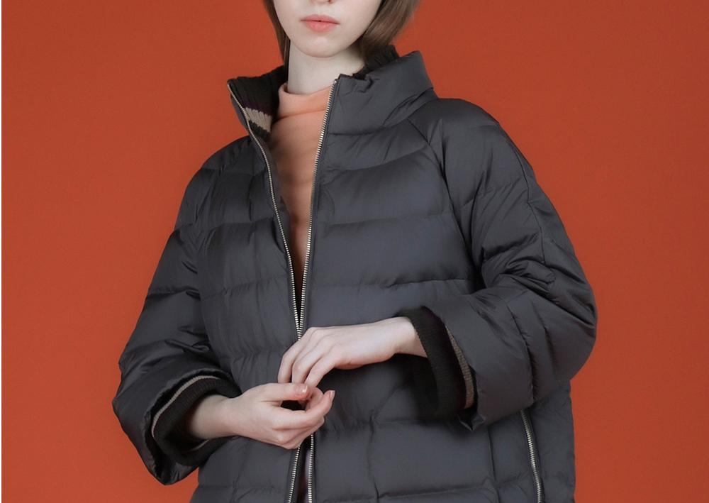 패딩 모델 착용 이미지-S1L17