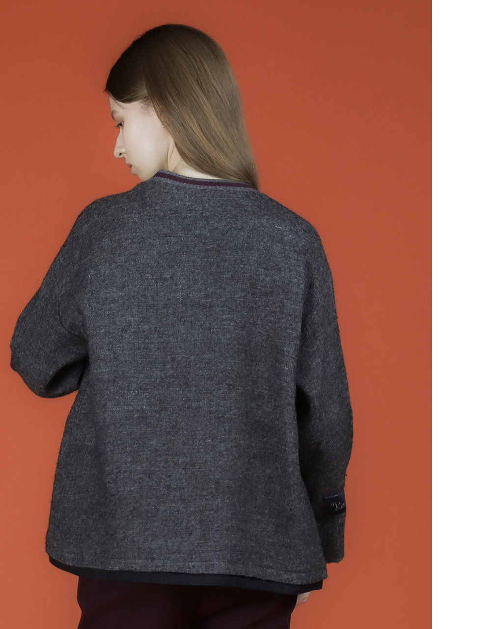 긴팔 티셔츠 모델 착용 이미지-S3L2
